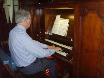 Peter Morrison playing Organ at High Street Centre